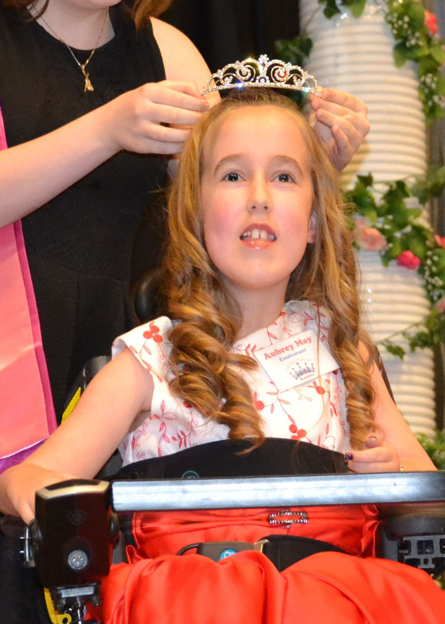 Aubrey gets crowned as the new Little Miss
