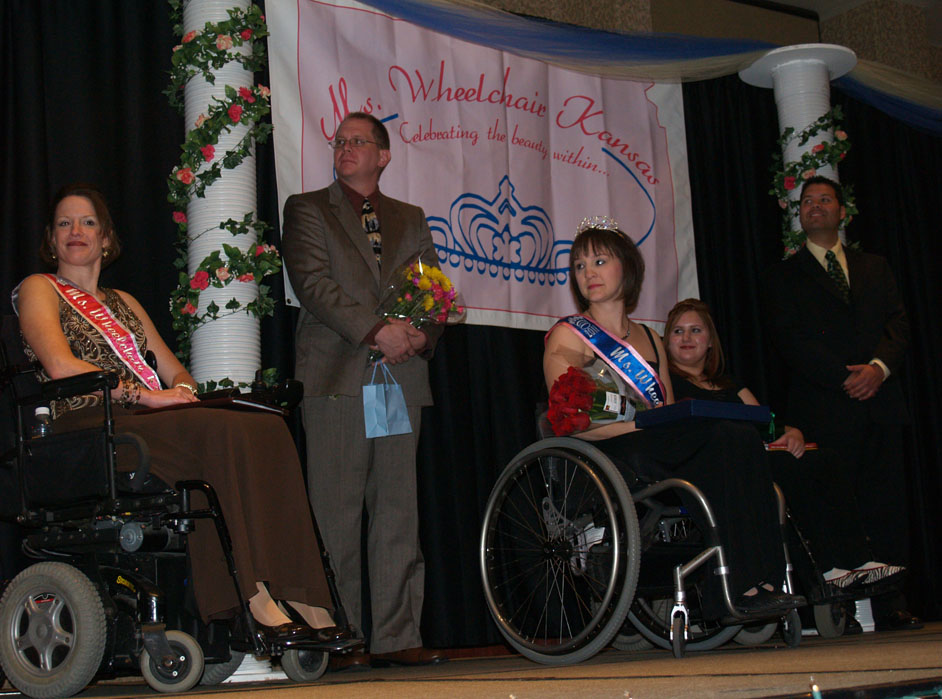 Contestants, reigning titleholder, and escorts on stage