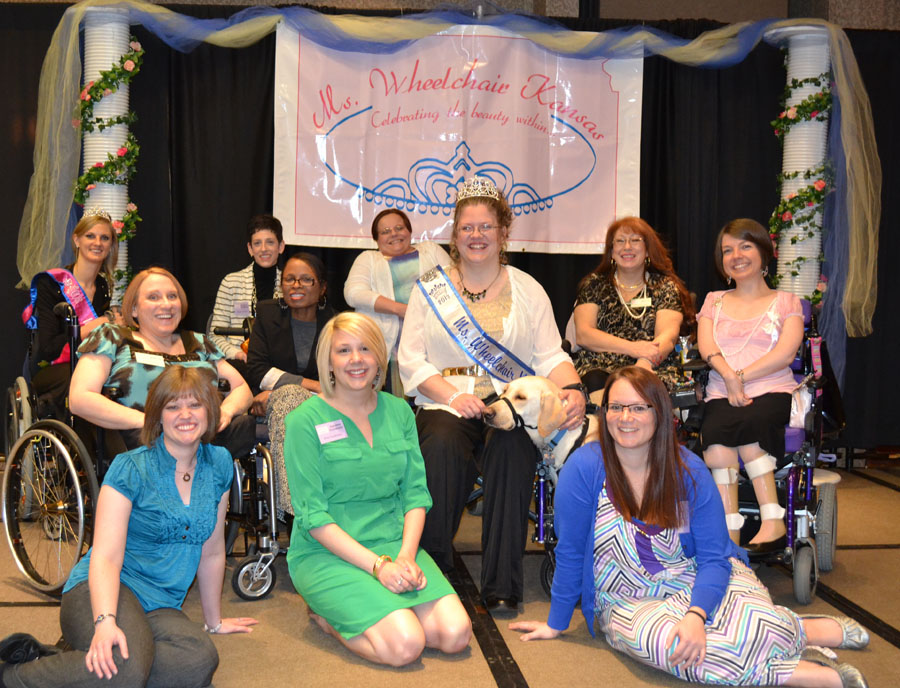 MWKS titleholders and committee pose for a group photo
