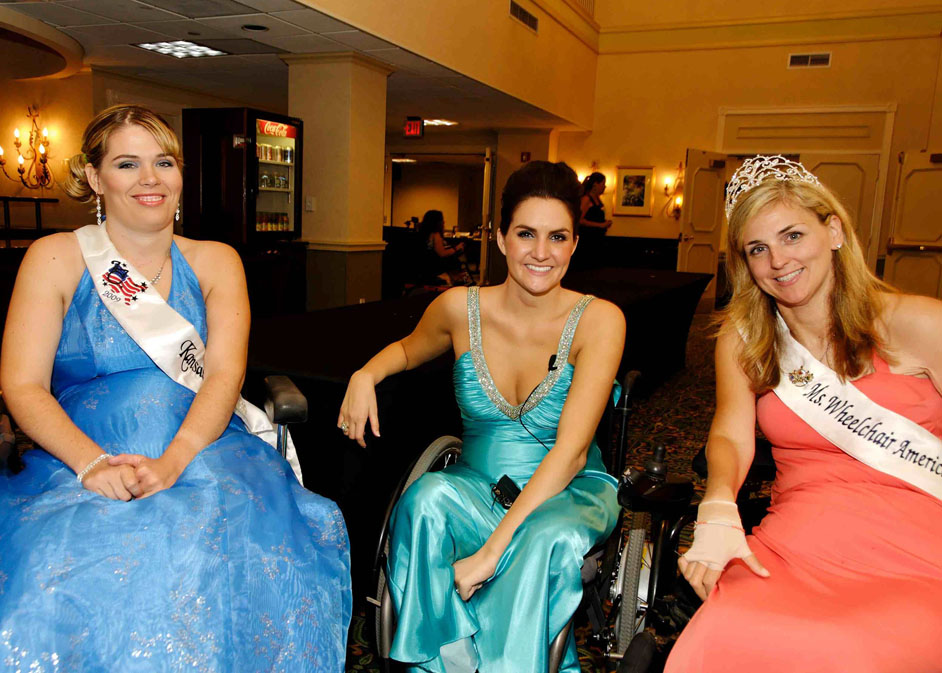 Amanda poses with Ms. Wheelchair Arizona and MWA 08